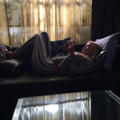 "PLL behind-the-scenes episode 7x11 ""Playtime"" Ashley Benson (Hanna) on set"