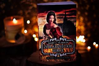 """Mary E. Pearson - """"Zdradzieckie serce"""" Kroniki Ocalałych #2"""