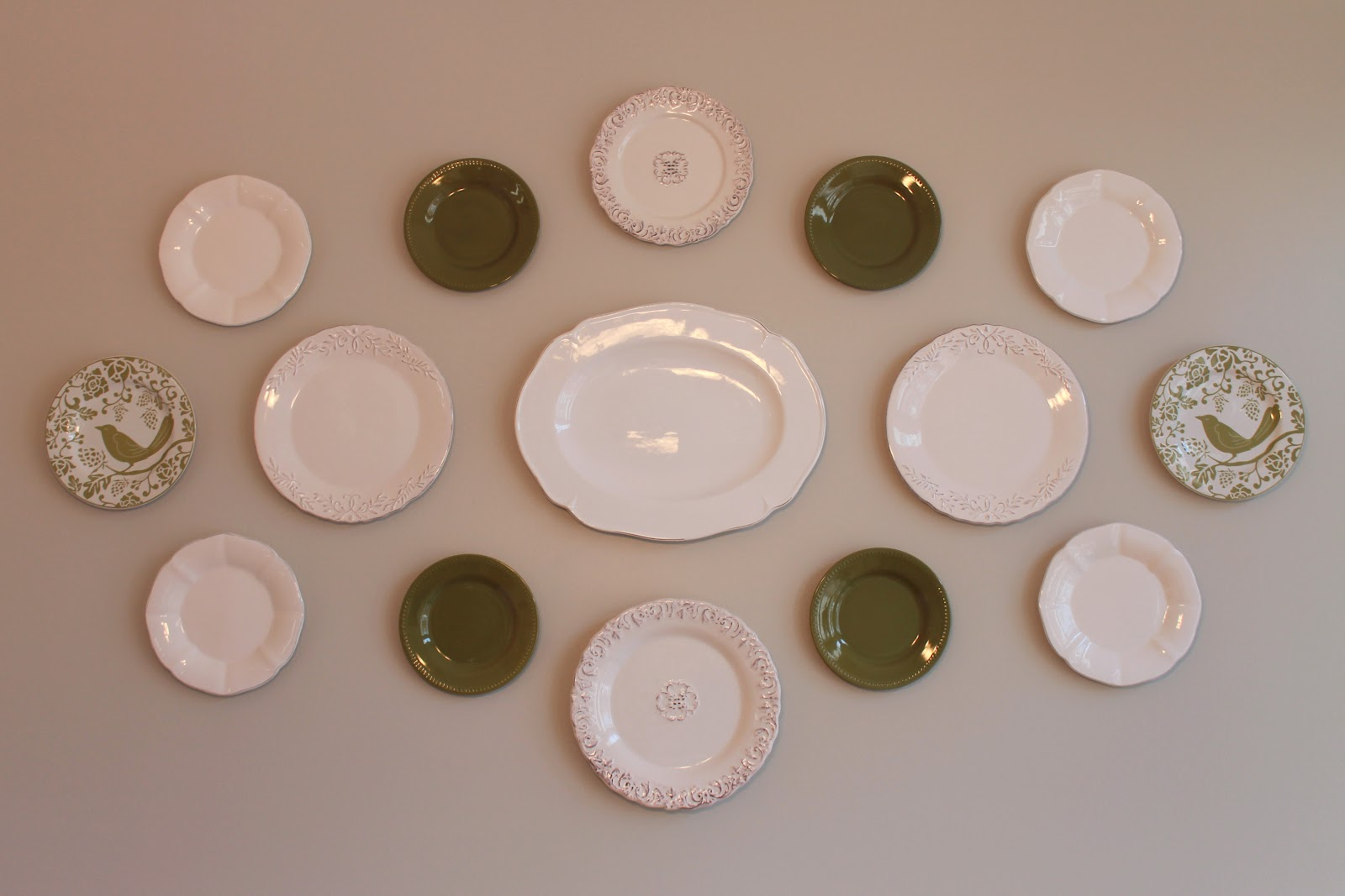 How To Display Bowls Serving Pink Lemonade Plate Display