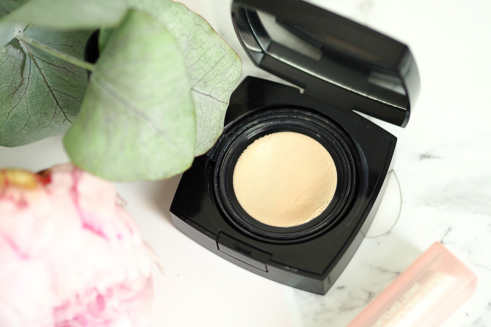 The Chanel Les Beiges Healthy Glow Gel Touch Foundation