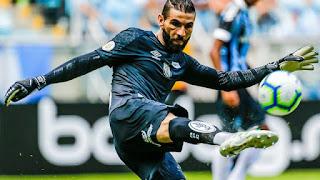 Vanderlei, goleiro do Santos, brilhou no segundo tempo (Foto: Diego Vara/BP Filmes)