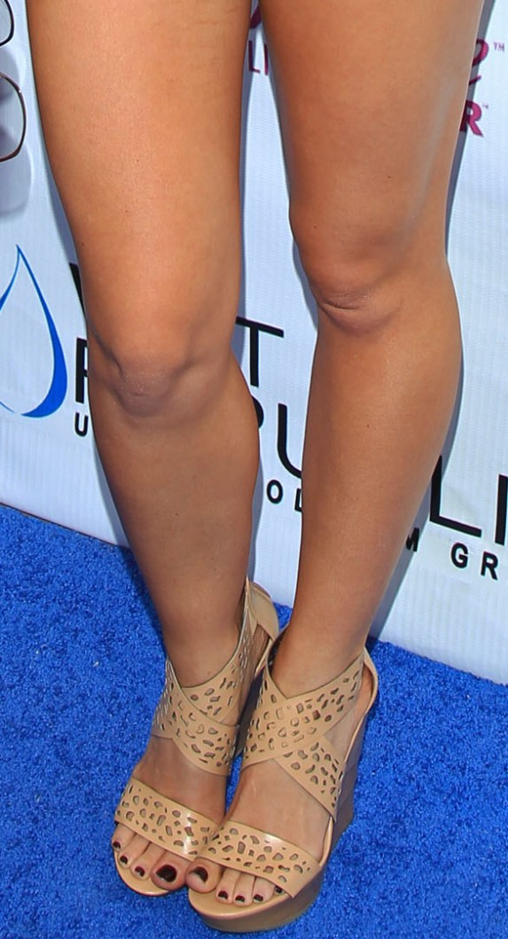 Simply ridiculous. Kendra wilkinsons hot legs