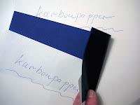 İki kağıt arasına karbon kağıdı konularak yazılmış İngilizce karbon kağıdı yazısı