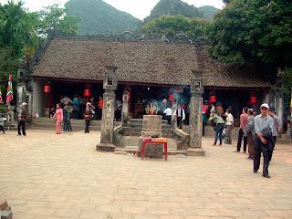 Patio del Templo Dinh en Hoa Lu