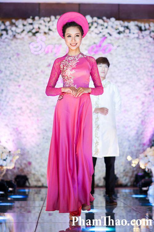 Mặc áo dài lụa truyền thống nào đẹp nhất cho mùa cưới năm nay?