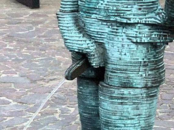 peeing statue of man in prague