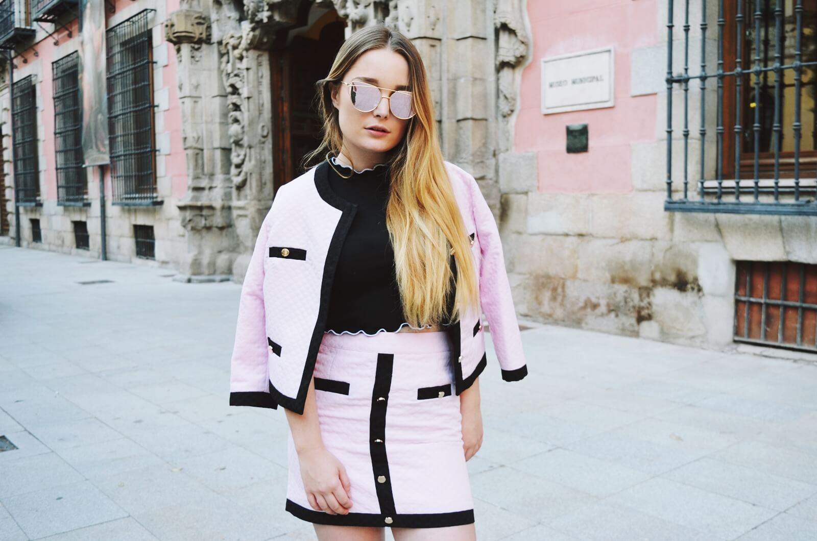 metisu pink suit
