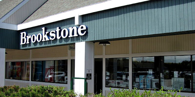 Image Attribute: Brookstone Outlet Store, Kittery Maine, Photo by John Phelan / Source: Wikipedia