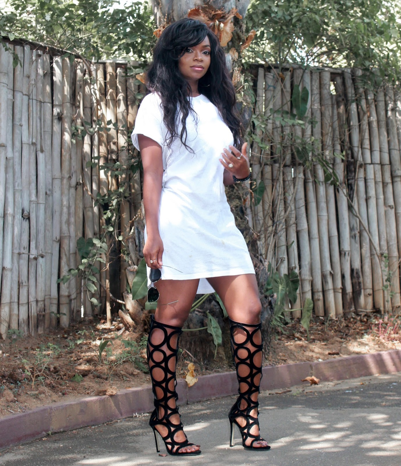 CASUAL IN ZAFUL - Oversized white Tee with Zaful Black Gladiator Sandals