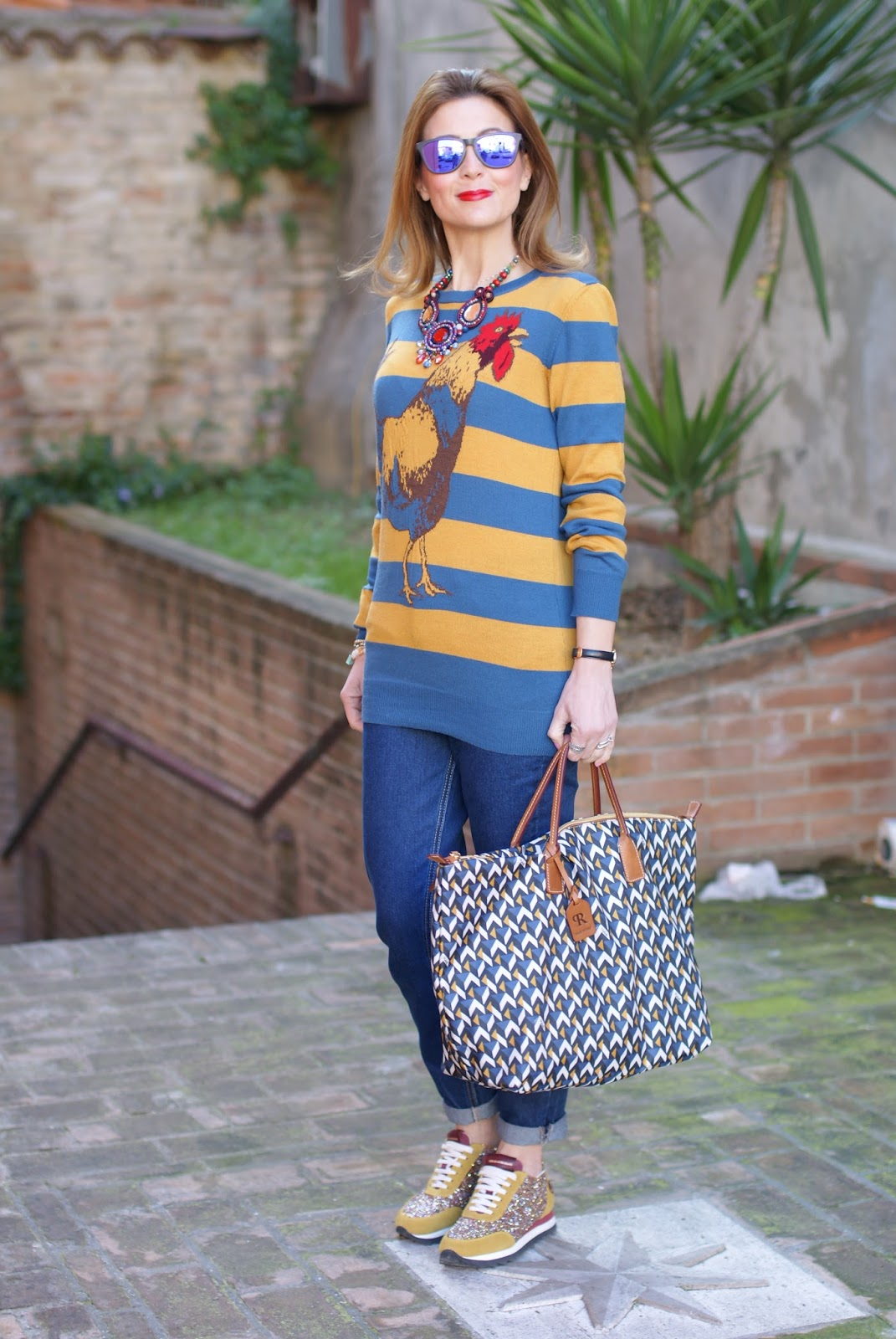 Easter holidays look with Roberta Pieri Robertina bag and Sergio Amaranti sneakers on Fashion and Cookies fashion blog, fashion blogger style