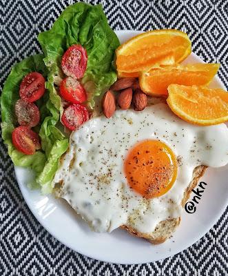 Telur Dengan Roti Dan Sayur Salad Cukup Untuk Sarapan