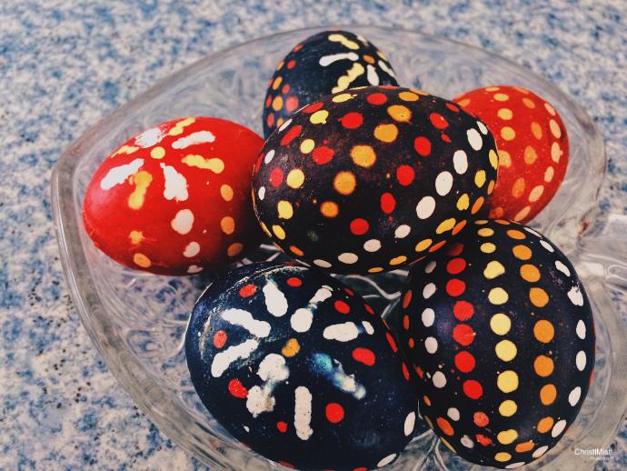 gefärbte Ostereier mit der sorbischen Wachstechnik