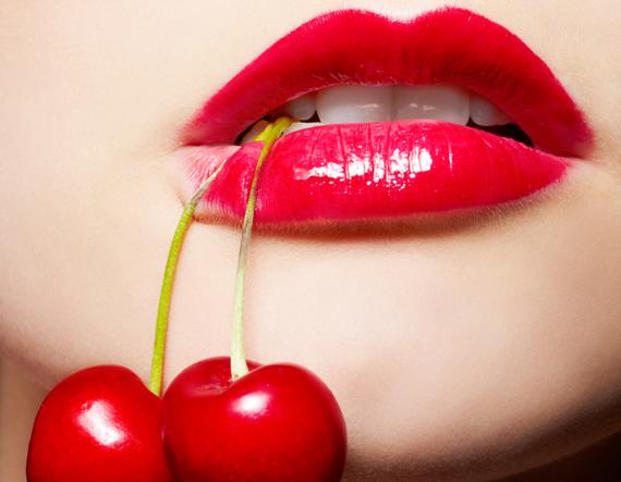 Đôi môi hồng tươi và căng mọng là vũ khí của phái đẹp
