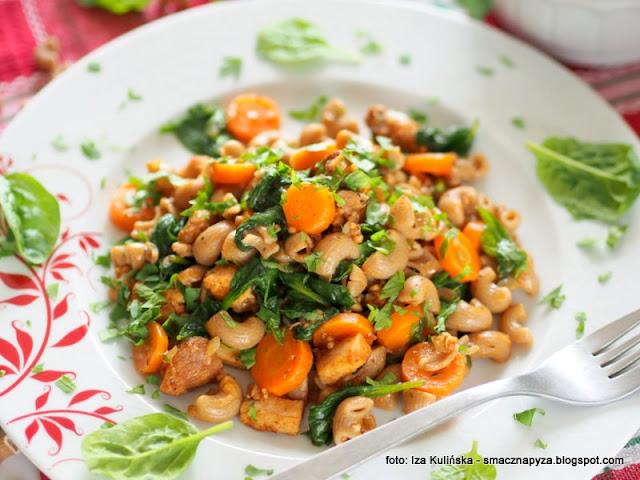kurczak, warzywa, szybki obiad, co na obiad, z patelni, makaron duszony, mieso, proste danie