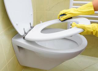 vệ sinh thiết bị vệ sinh