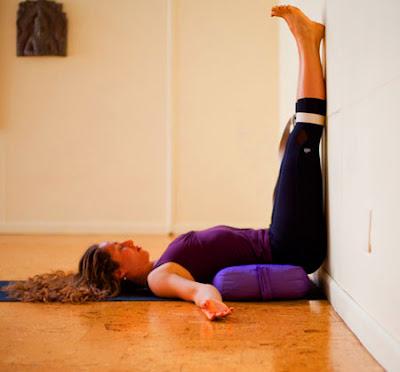 Tập yoga tại nhà tiết kiệm chi phí