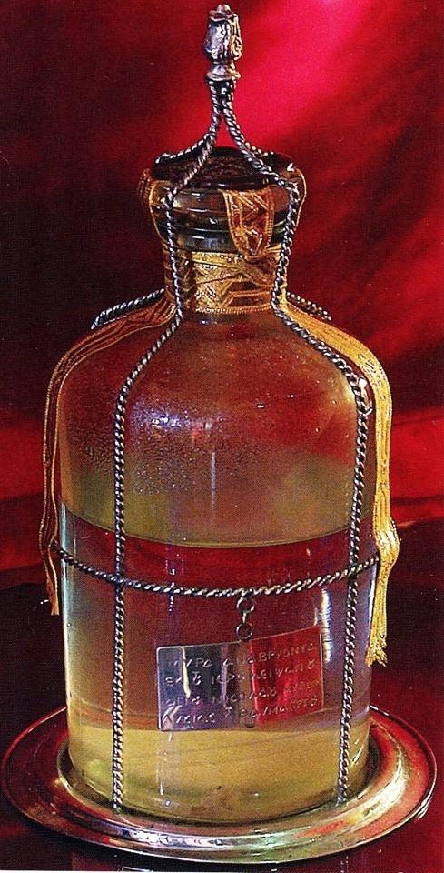 Μύρο από τα λείψανα του Αγίου Νικολάου http://leipsanothiki.blogspot.be/