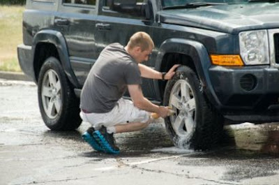 Wash the tires of car