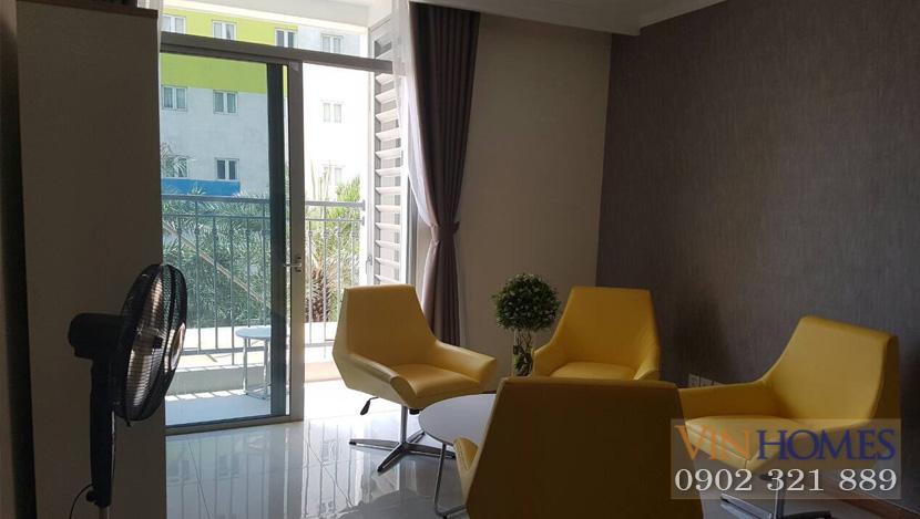 Officetel Vinhomes Central Park cho thuê - bộ bàn ghế màu vàng