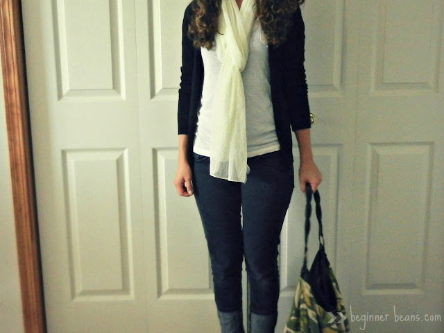 simple fashion: rolled skinny jeans and leafy handbag
