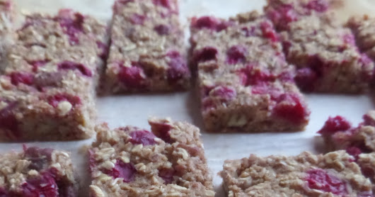 Oats and cranberry breakfast bars // Barres aux flocons d'avoine et canneberges