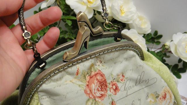 Маленькая женская сумка на защелке - сумка из ткани, в швах - натуральная кожа. Отлично держит форму
