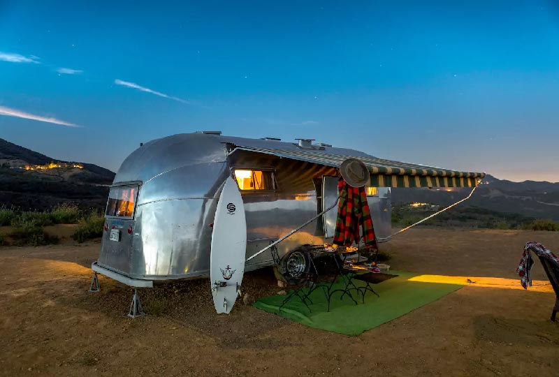 Airbnb Airstream Vintage Trailer Adventure – Malibù