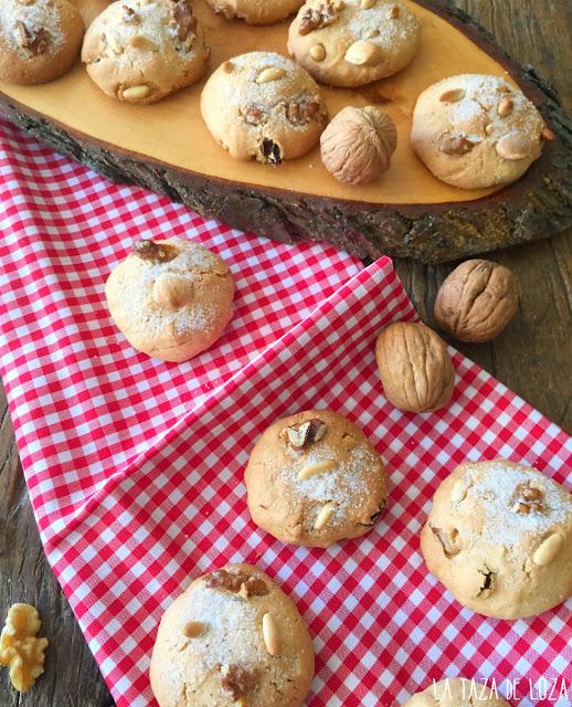 galletas-con-nueces-piñones-uvas-pasas-y-almendras
