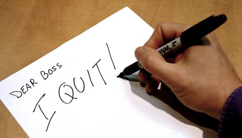 هل تشعر أنك غير مُرتاح في عملك وتفكر بالاستقالة ؟