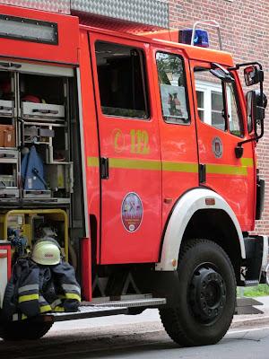 Feuerwehr, Hamburg, Einsatzfahrzeug, Feuerwehrauto, Feuerwehrwagen, Wohnungsbrand, Brand