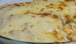 Πέννες στο φούρνο, ψημμένες σε μια αφράτη πικάντικη κρέμα τυριών με 3 λαστιχωτά τυριά που λιώνουν στο στόμα. Μια εύκολη συνταγή!