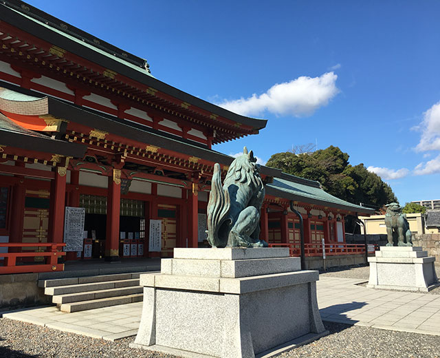 現在の合祀五社神社諏訪神社拝殿と狛犬(2015年12月24日撮影)