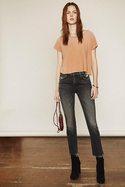 Узкие джинсы скинни с высокими ботильонами удлиняют ноги