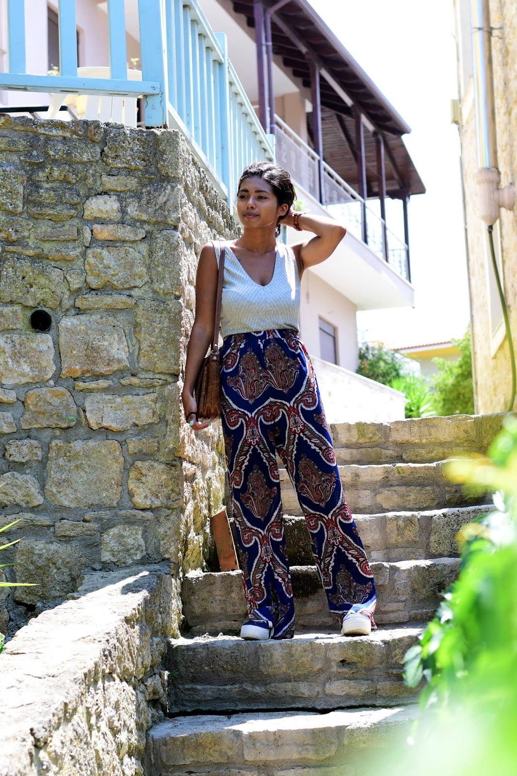 casual paisley pants outfit inspiration for summer