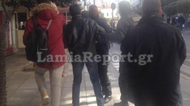 ΧΑΜΟΣ στα δικαστήρια Λαμίας! ΟΡΓΙΣΜΕΝΟΣ ο αδερφός της Κουμπούρα! «Ρε Μπαλαντίνα… πες την αλήθεια, ΡΕ!!!» (ΒΙΝΤΕΟ)