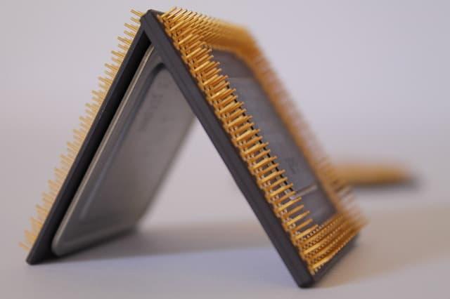 Tentang CPU atau Prosesor, Core, Kecepatan