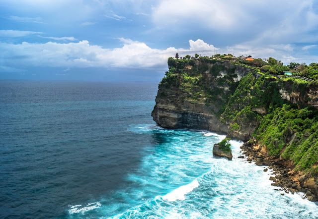 3 Tujuan Wisata yang Menarik di Bali, Selain Pantai - pura luhur uluwatu