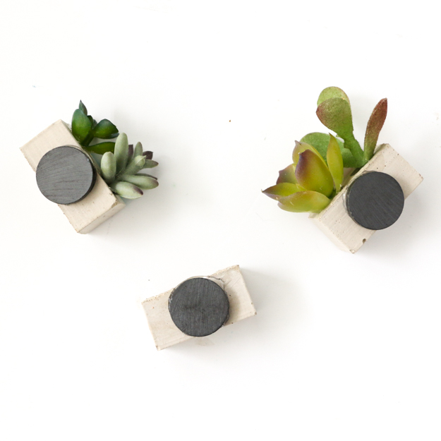 DIY your own mini cinder block succulent garden magnets with this simple craft tutorial - easy craft - DIY magnets - weekend project - gift idea - craft night - succulents