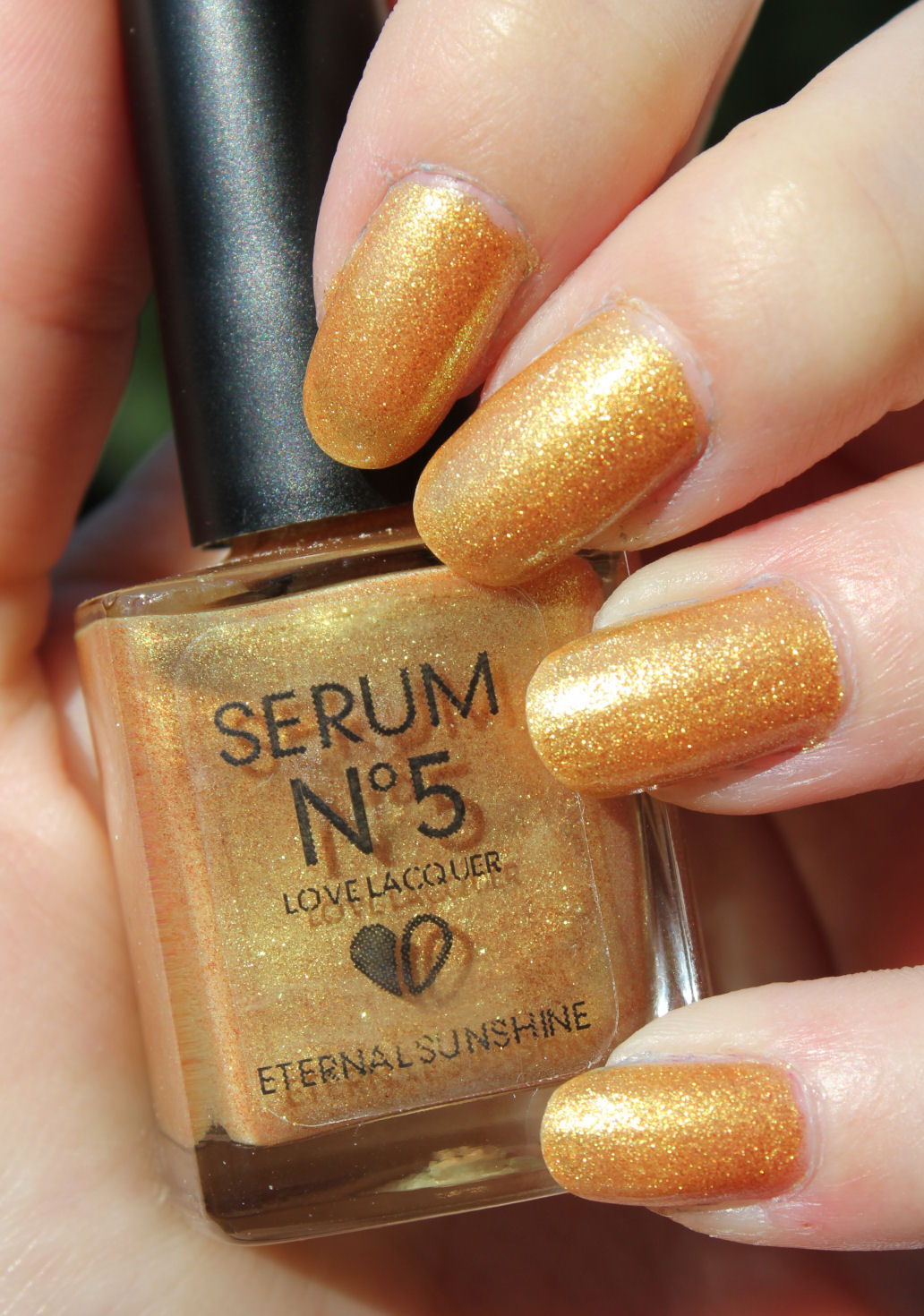 http://lacquediction.blogspot.de/2014/06/serum-no-5-eternal-sunshine.html