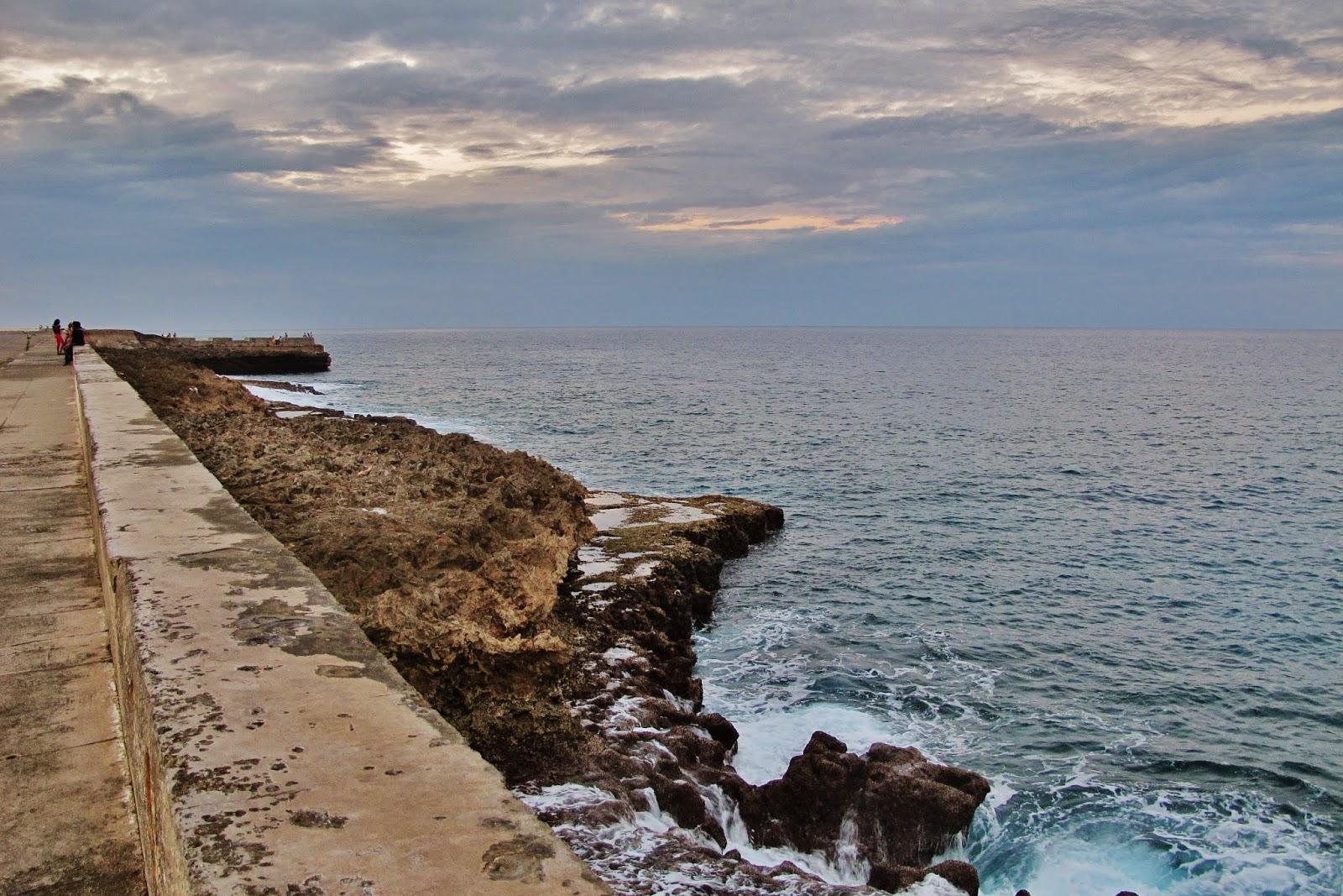 Malecón de Baracoa, uma das regiões mais remotas de Cuba.