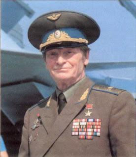 Il pilota collaudatore Vladimir Ilyushin.