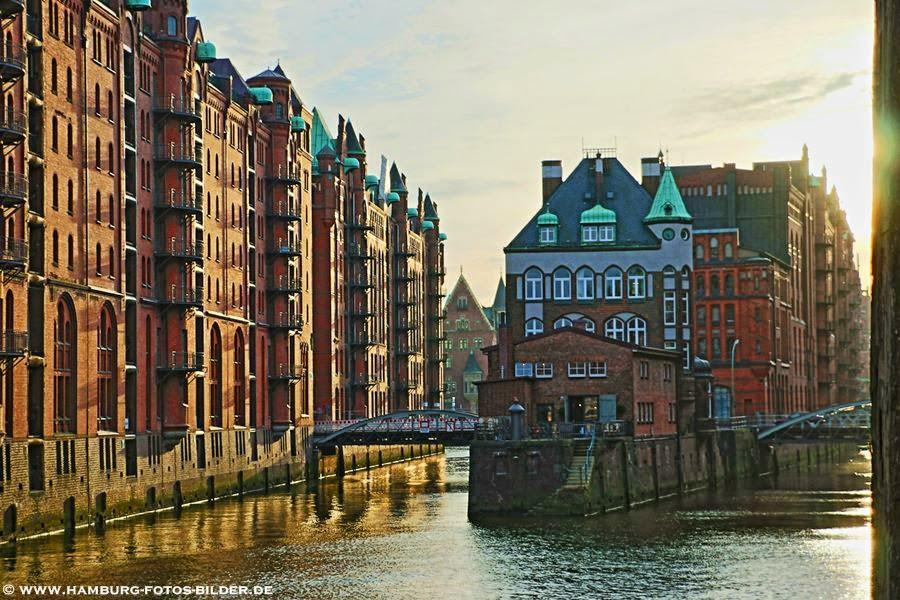 Wasserschloss Hamburg Speicherstadt, Blick von der Poggenmühlenbrücke