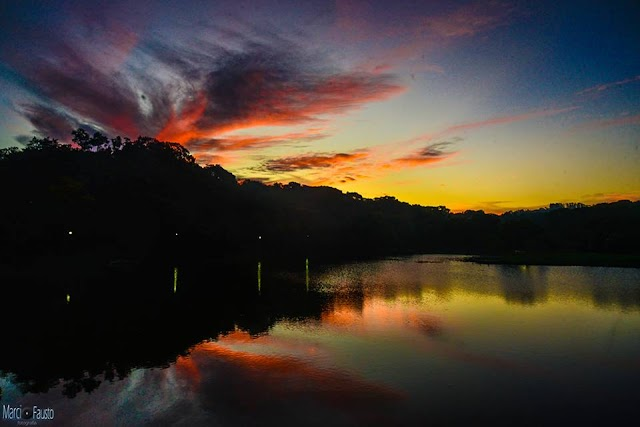 Marcio Fausto: Pôr do sol em Colombo refletido no rio Tumiri