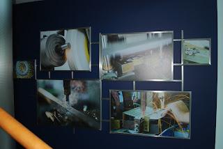 Fotografije proizvodnje, ki sem jih združila v skupen okvir iz kovine.