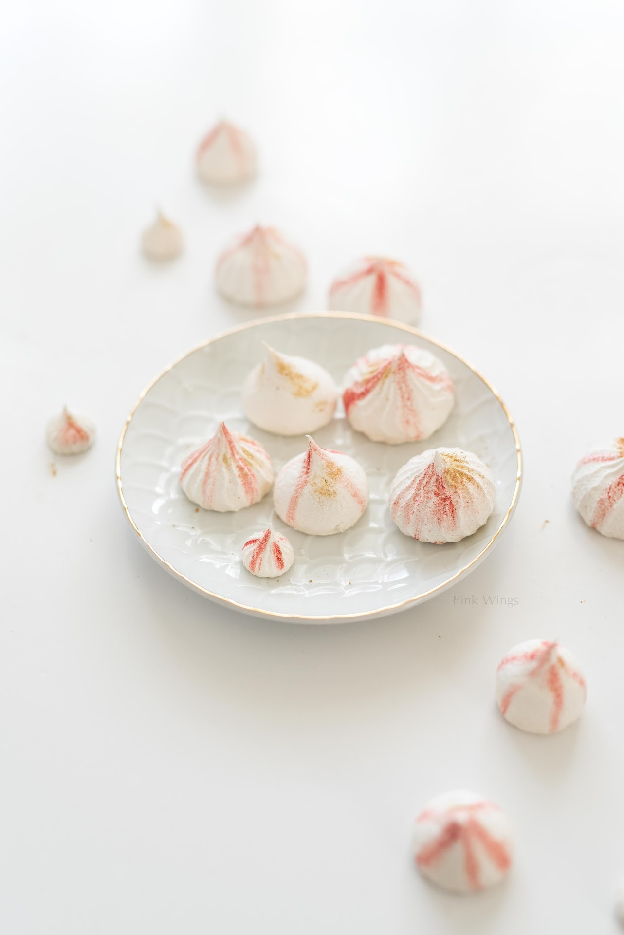 french meringues, pink and gold, red and gold, cake decorations, pink and gold cake, strawberry cake recipe, mini cake