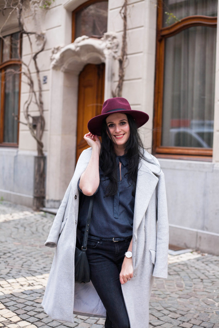 Outfit: flared denim, oversized coat, wide brim hat