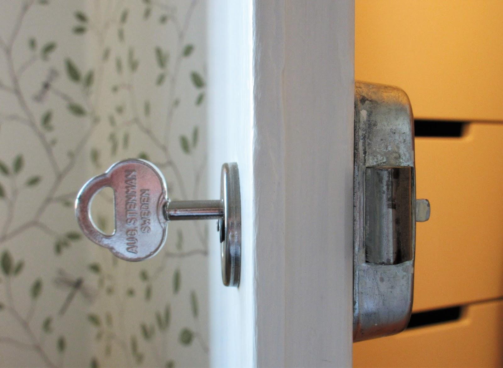 Berömda Pias Planer: Garderobsdörrar YW-28