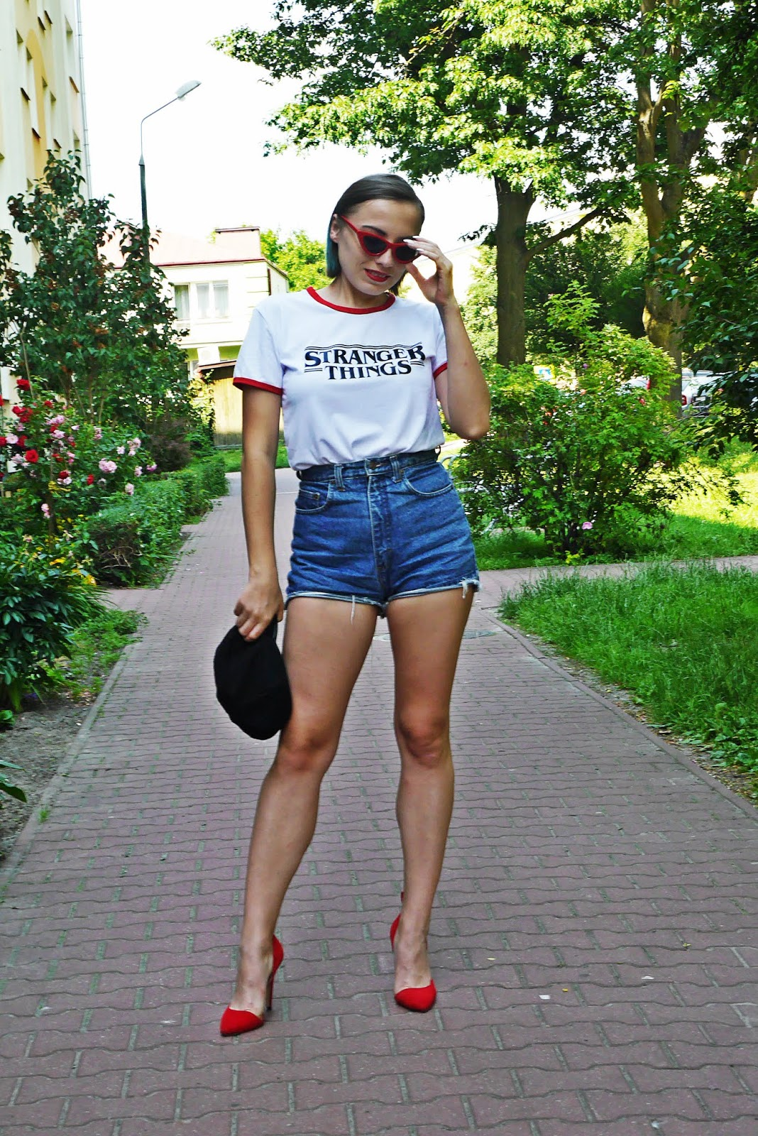 6_stranger_things_t-shirt_szorty_z-wysokim_stanem_czerwone_okulary_trojkaty_karyn_blog_modowy_040618