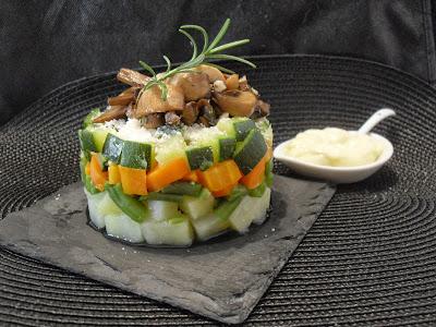Timbal de verduras con champiñones.