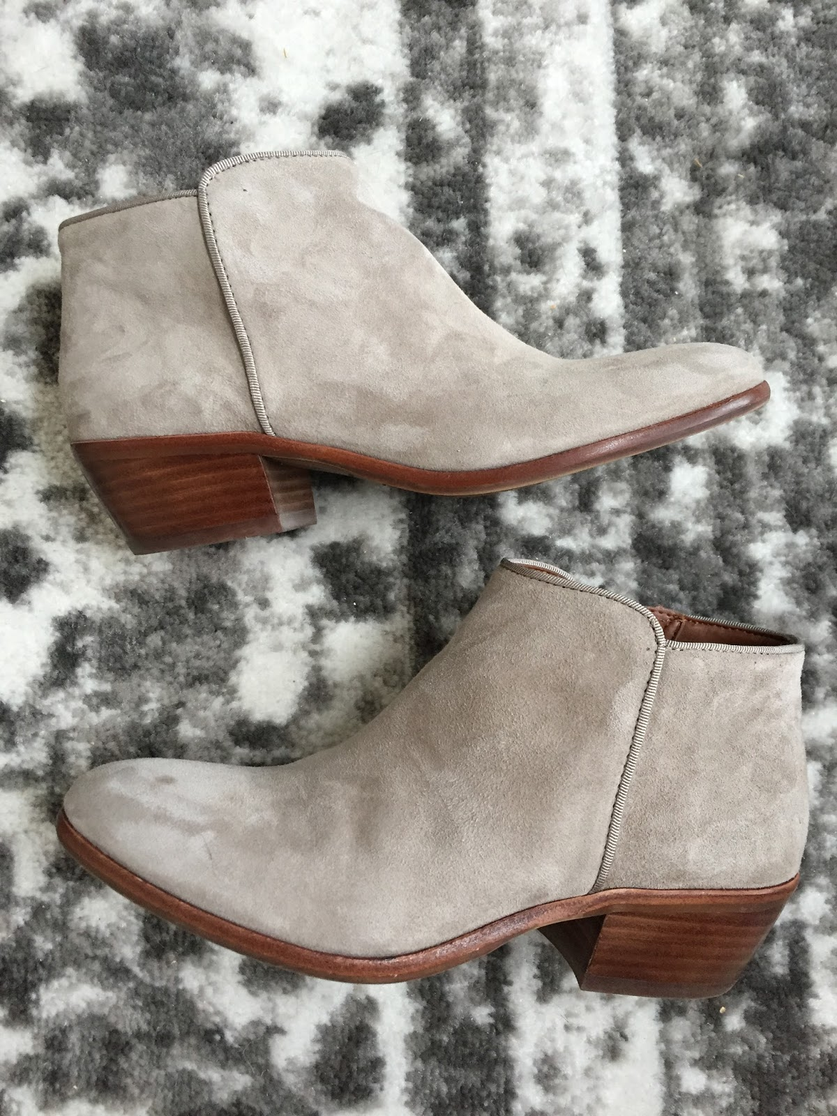 f562e03ba58074 Petite Impact  Obsessed with these suede booties by Sam Edelman - Petty